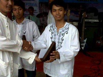 Pemenang juara vokalis dan drumer di kawasan Tangerang Selatan